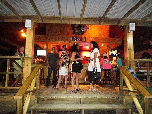 carlos and ernie's runway bar