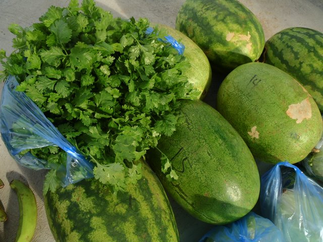 buying fruits and vegetables in belize